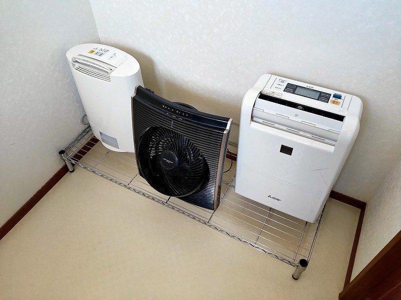 サンルームに設置の除湿器2台とサーキュレーター